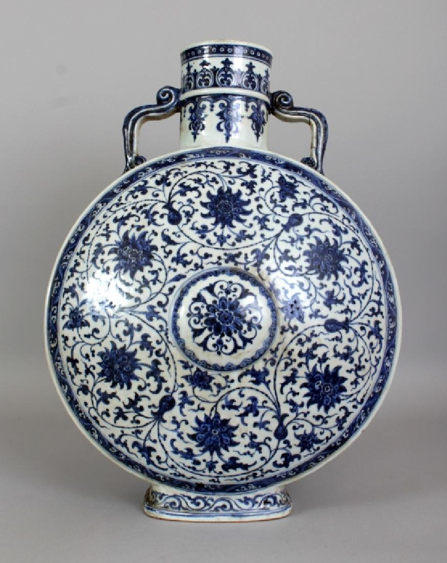 A VERY LARGE 18TH CENTURY CHINESE QIANLONG PERIOD MING