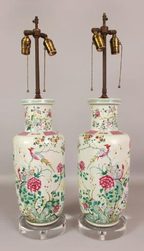 A LARGE PAIR OF 19TH CENTURY CHINESE FAMILLE ROSE
