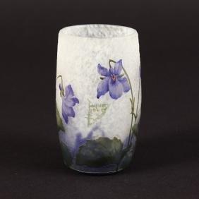 A SMALL DAUM CAMEO BEAKER with blue flowers.  Cameo