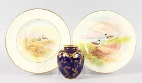 AN EARLY 20TH CENTURY ROYAL DOULTON PLATE painted in