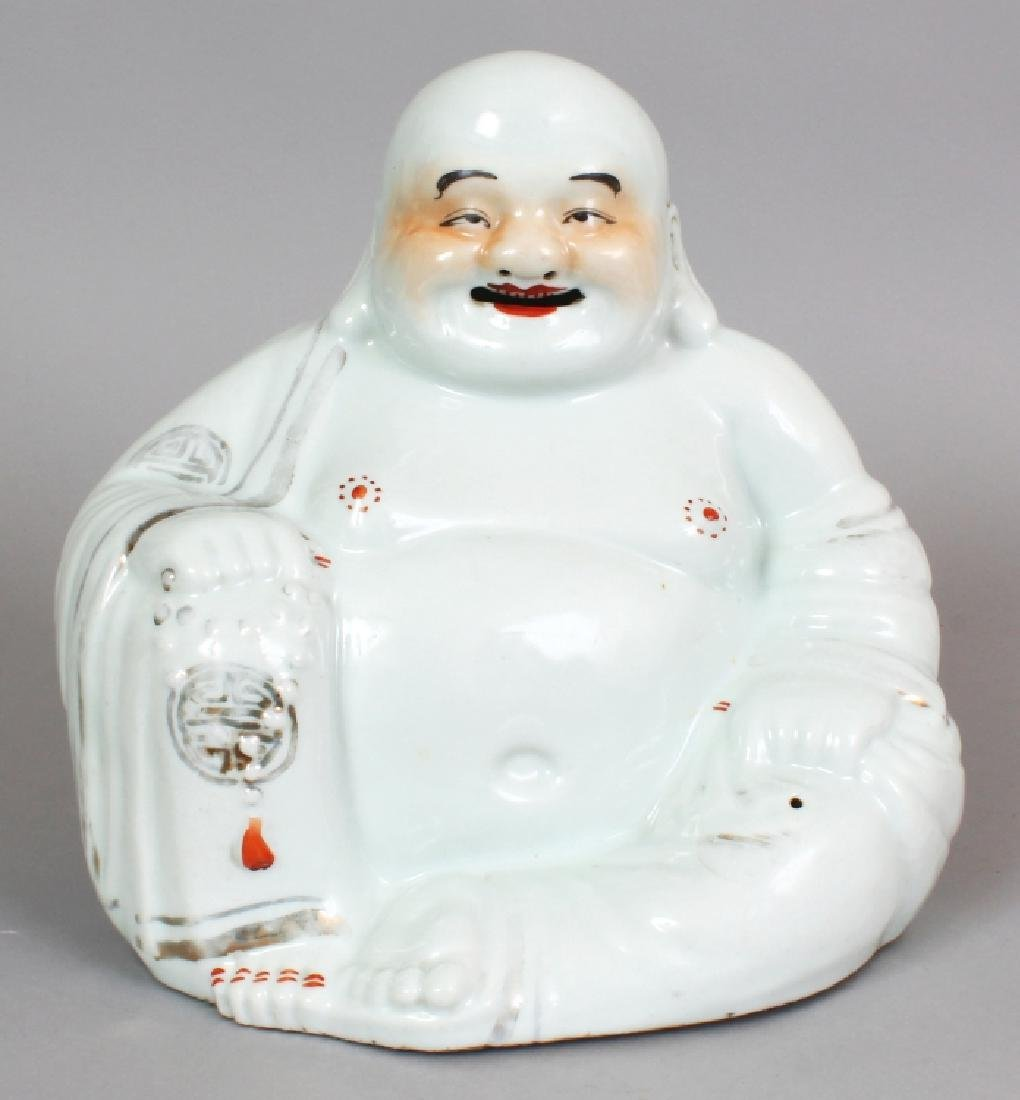 AN EARLY 20TH CENTURY CHINESE PORCELAIN FIGURE OF