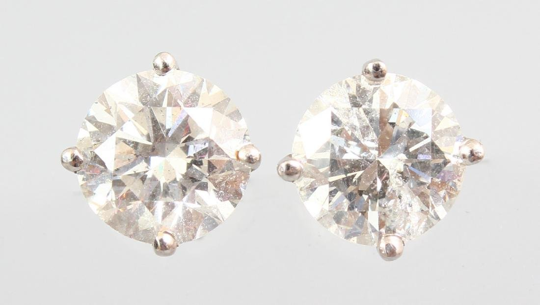 A VERY GOOD PAIR OF 18CT WHITE GOLD LARGE DIAMOND STUD