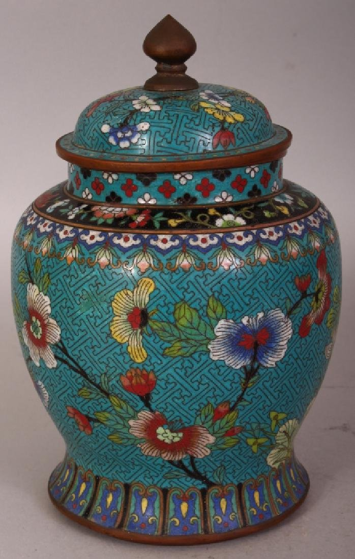 AN EARLY 20TH CENTURY CHINESE CLOISONNE VASE & COVER,