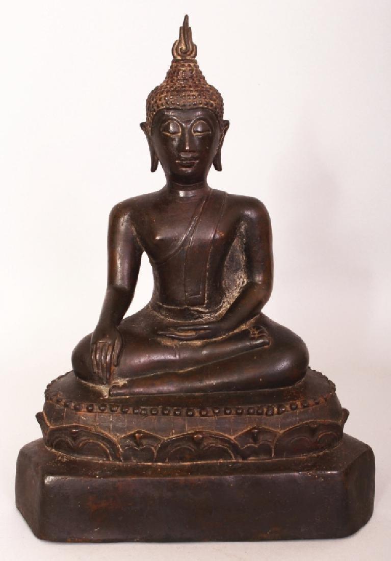 A GOOD 18TH/19TH CENTURY THAI SUKHOTHAI STYLE BRONZE