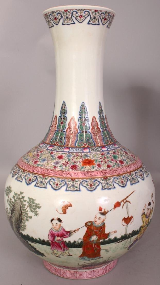 A LARGE CHINESE FAMILLE ROSE PORCELAIN BOTTLE VASE,