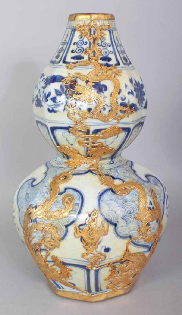 AN UNUSUAL CHINESE YUAN STYLE GILT-METAL ONLAID BLUE &