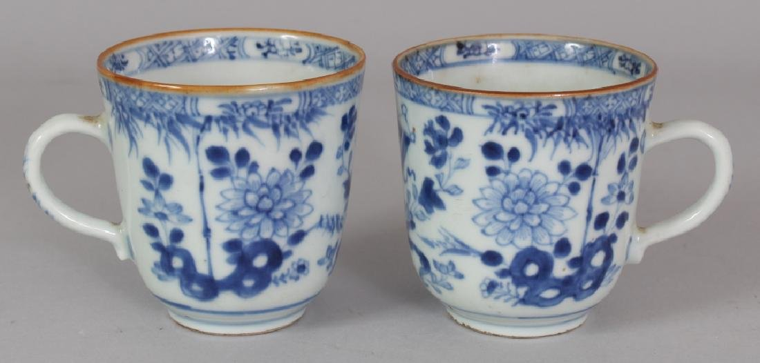 A PAIR OF EARLY 18TH CENTURY CHINESE BLUE & WHITE