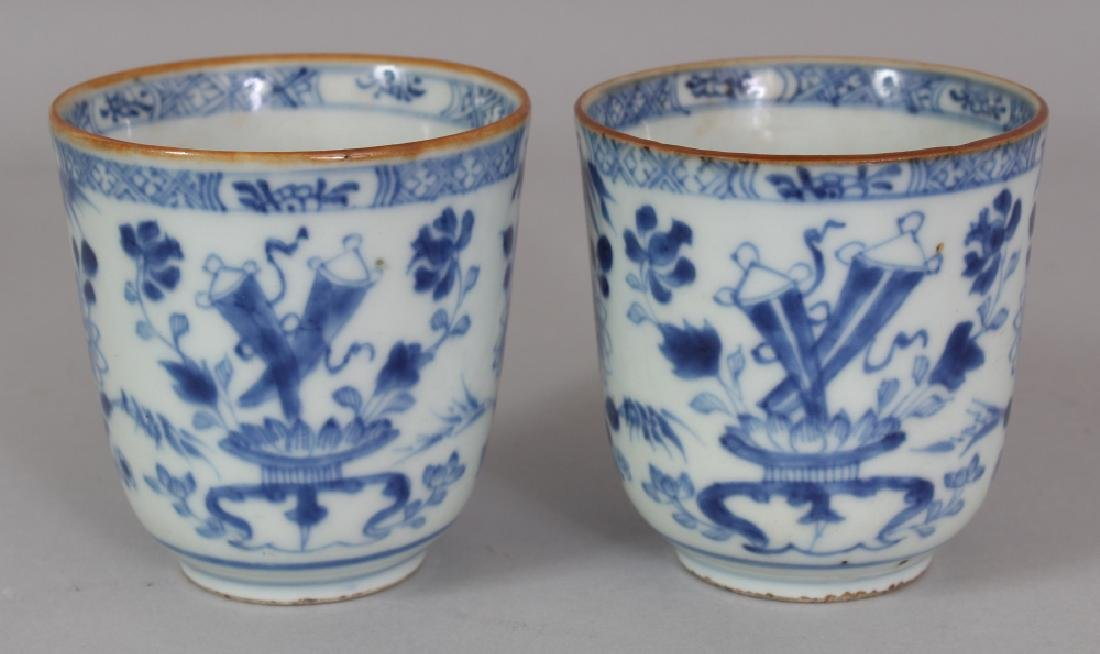 A PAIR OF EARLY 18TH CENTURY CHINESE BLUE & WHITE - 2