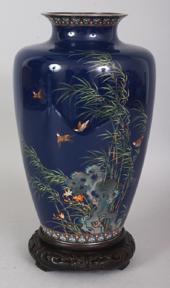 A FINE QUALITY SIGNED JAPANESE GOLD WIRE CLOISONNE VASE