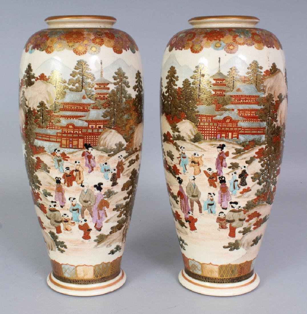 A PAIR OF EARLY 20TH CENTURY SIGNED JAPANESE SATSUMA