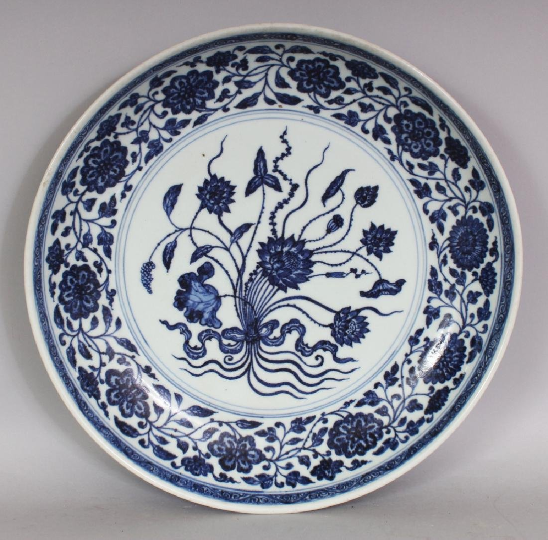 A LARGE CHINESE MING STYLE BLUE & WHITE PORCELAIN LOTUS