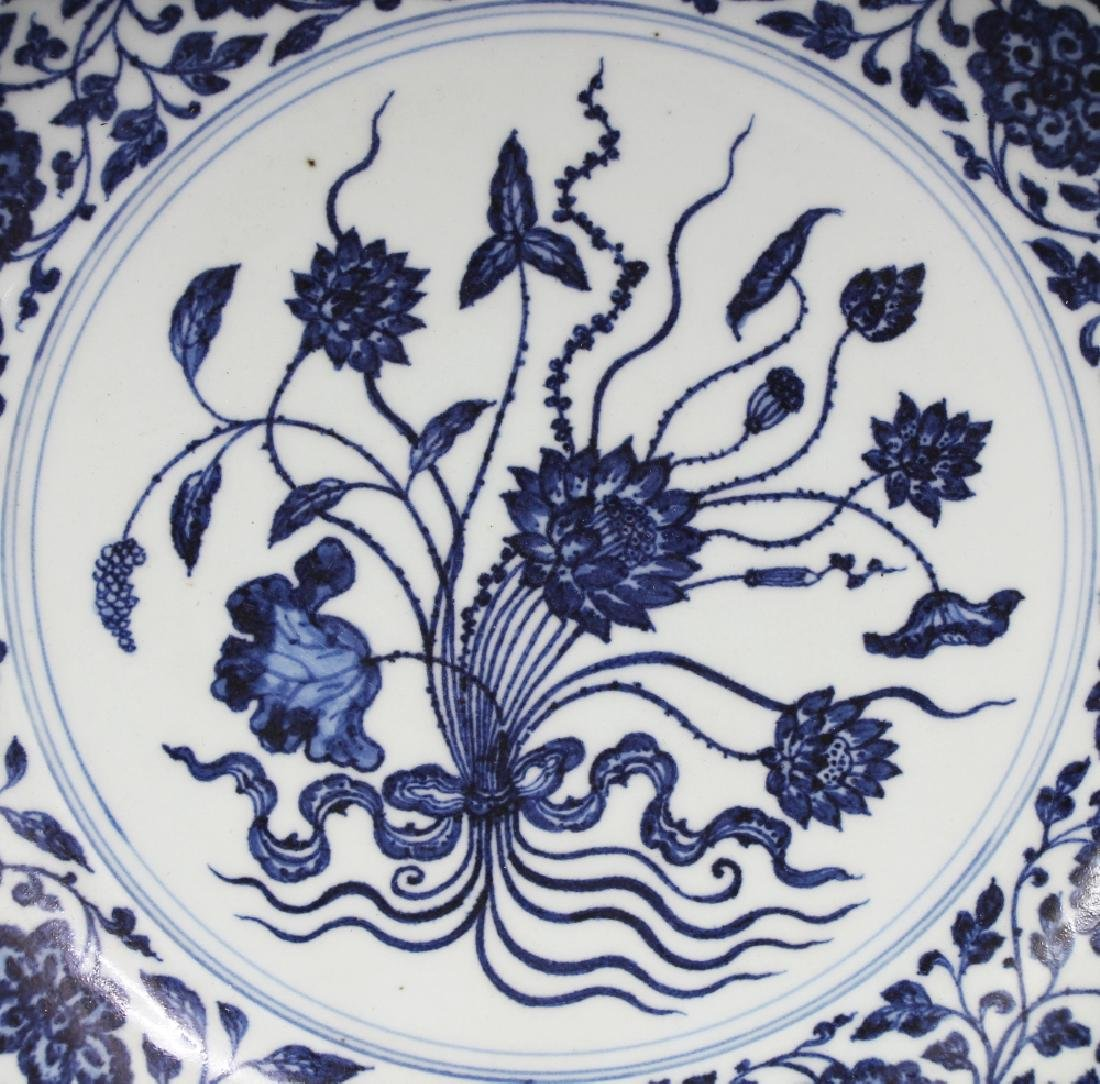 A LARGE CHINESE MING STYLE BLUE & WHITE PORCELAIN LOTUS - 2