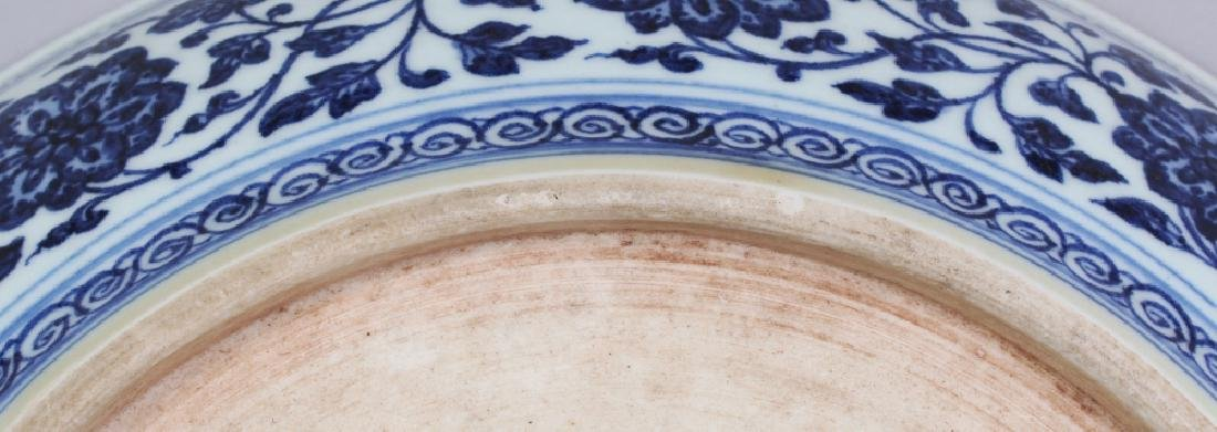 A LARGE CHINESE MING STYLE BLUE & WHITE PORCELAIN LOTUS - 6