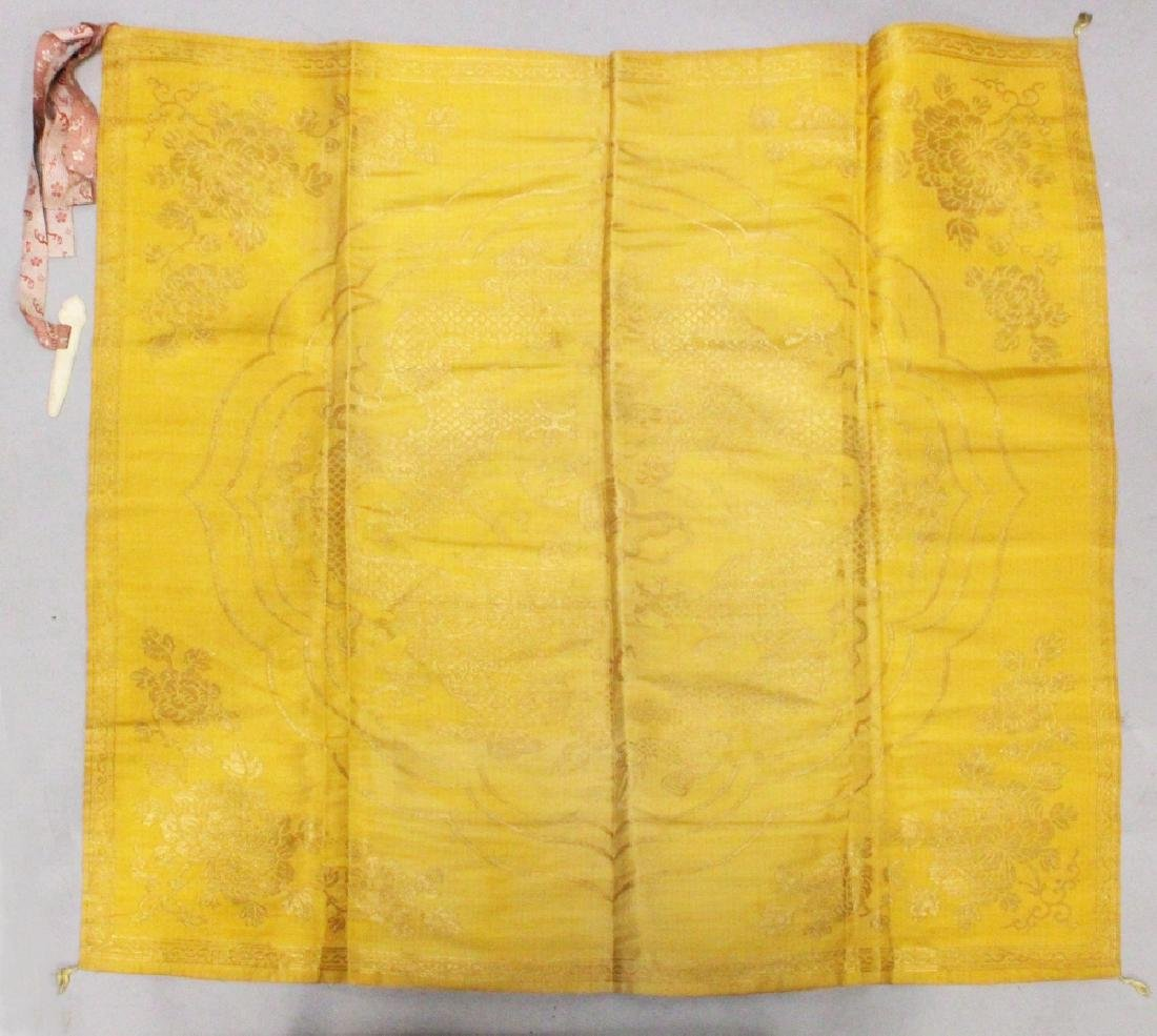 A GOOD QUALITY LATE 19TH CENTURY CHINESE YELLOW GROUND