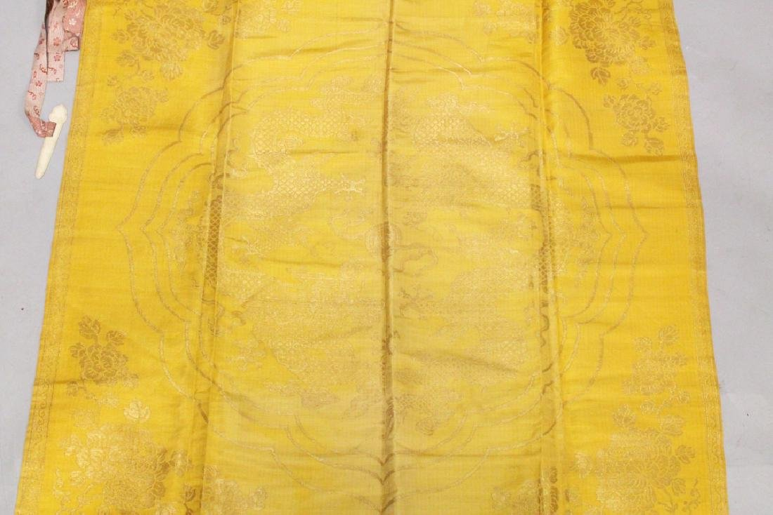 A GOOD QUALITY LATE 19TH CENTURY CHINESE YELLOW GROUND - 2