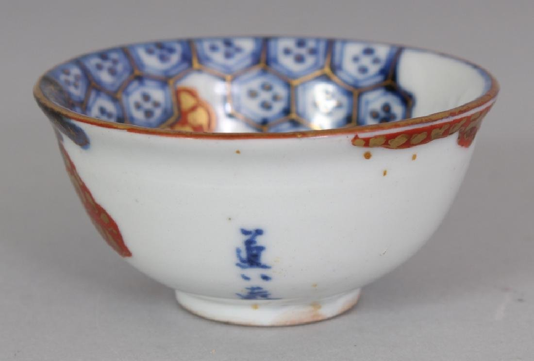 A 20TH CENTURY JAPANESE IMARI STYLE PORCELAIN TEABOWL, - 3