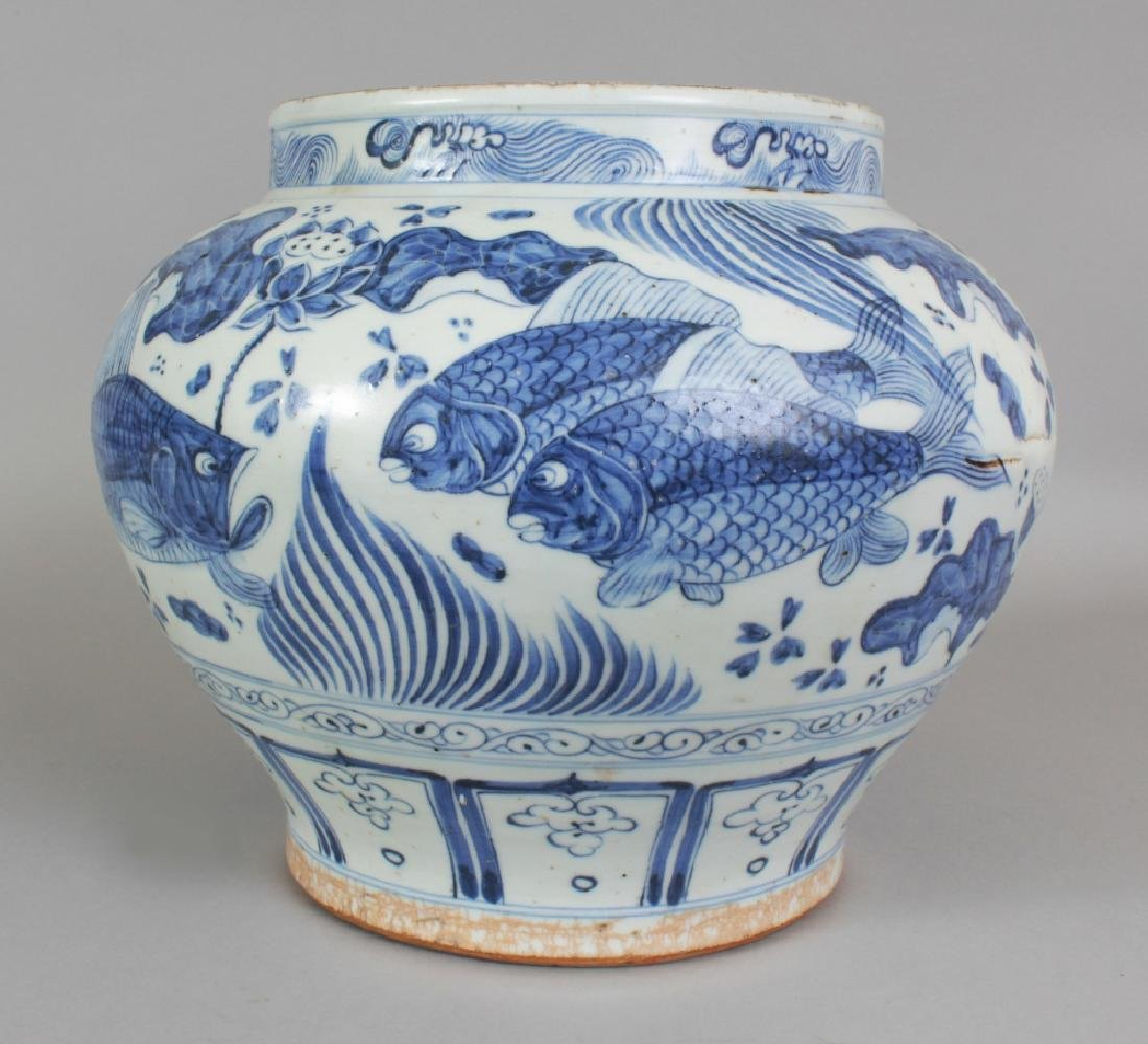 A LARGE CHINESE YUAN STYLE BLUE & WHITE PORCELAIN JAR, - 3