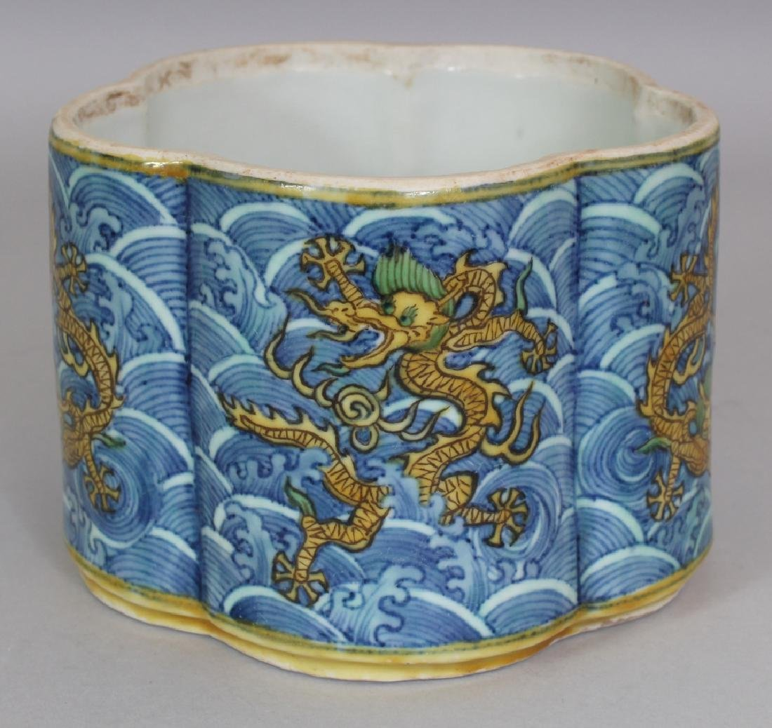 A CHINESE LATE MING STYLE LOBED PORCELAIN BRUSHPOT,