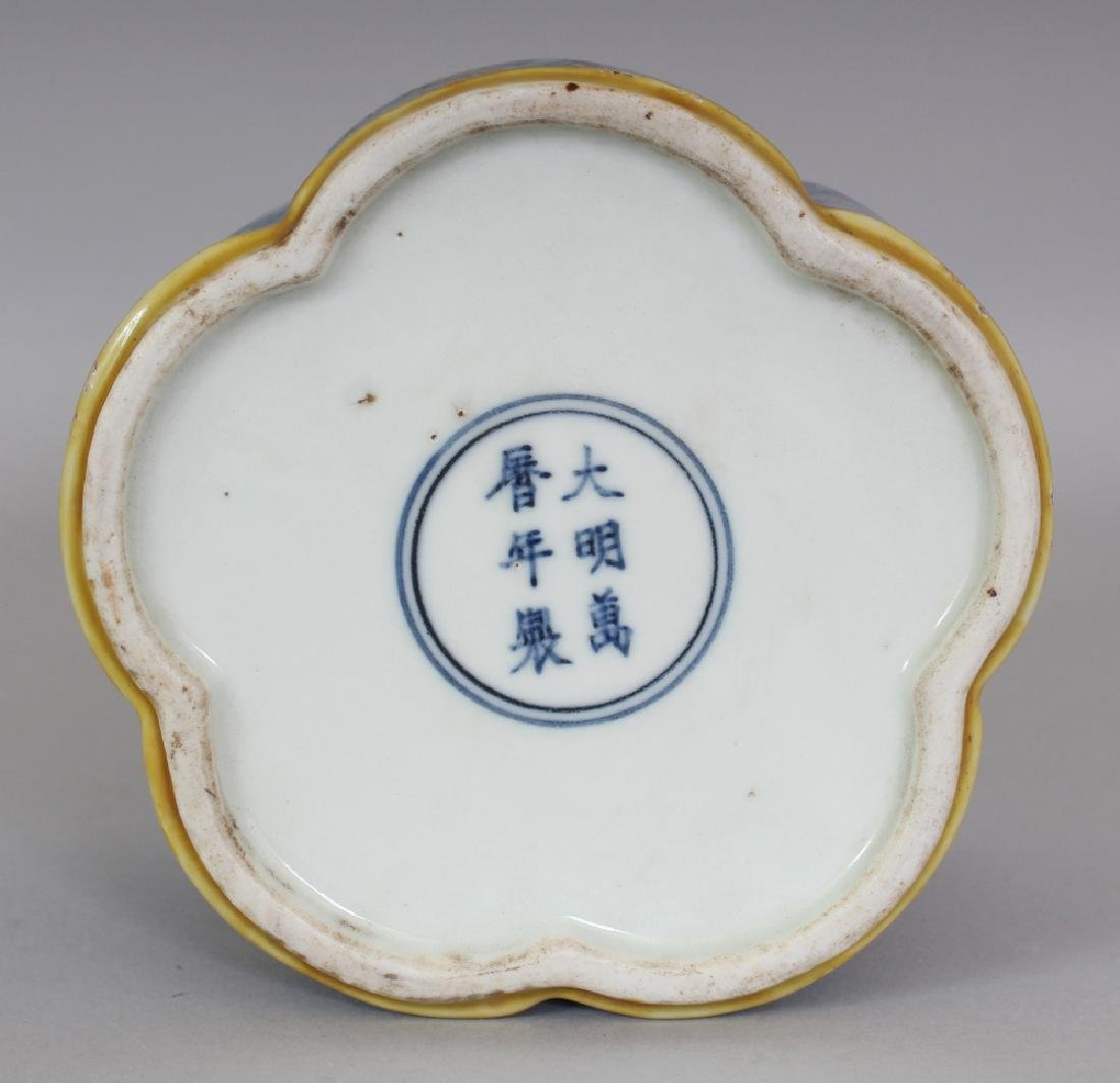 A CHINESE LATE MING STYLE LOBED PORCELAIN BRUSHPOT, - 8