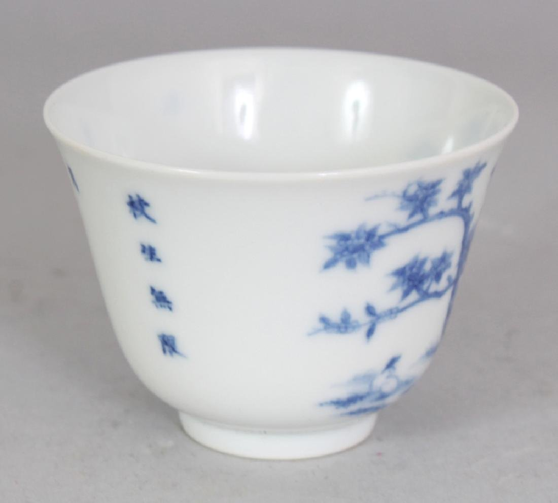 A GOOD QUALITY CHINESE BLUE & WHITE PORCELAIN WINE CUP, - 2