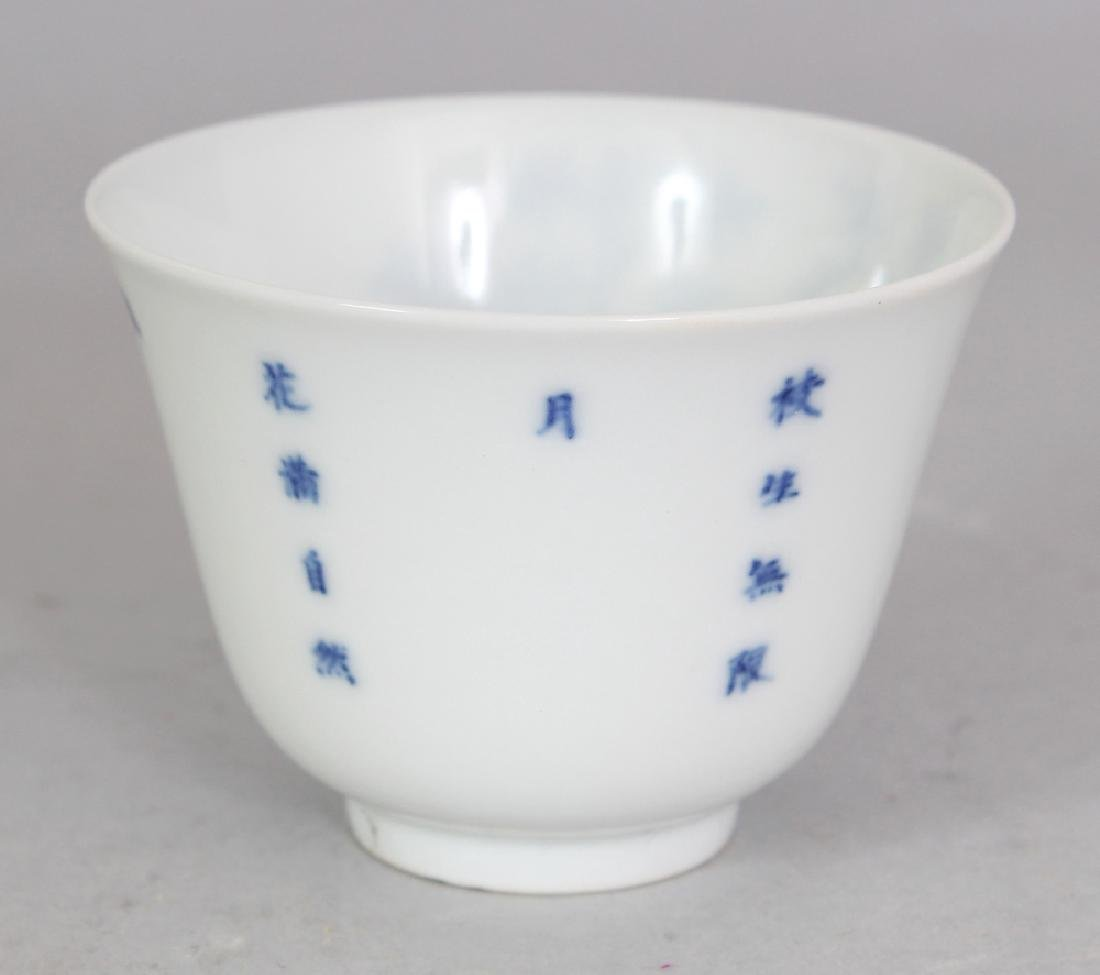 A GOOD QUALITY CHINESE BLUE & WHITE PORCELAIN WINE CUP, - 3
