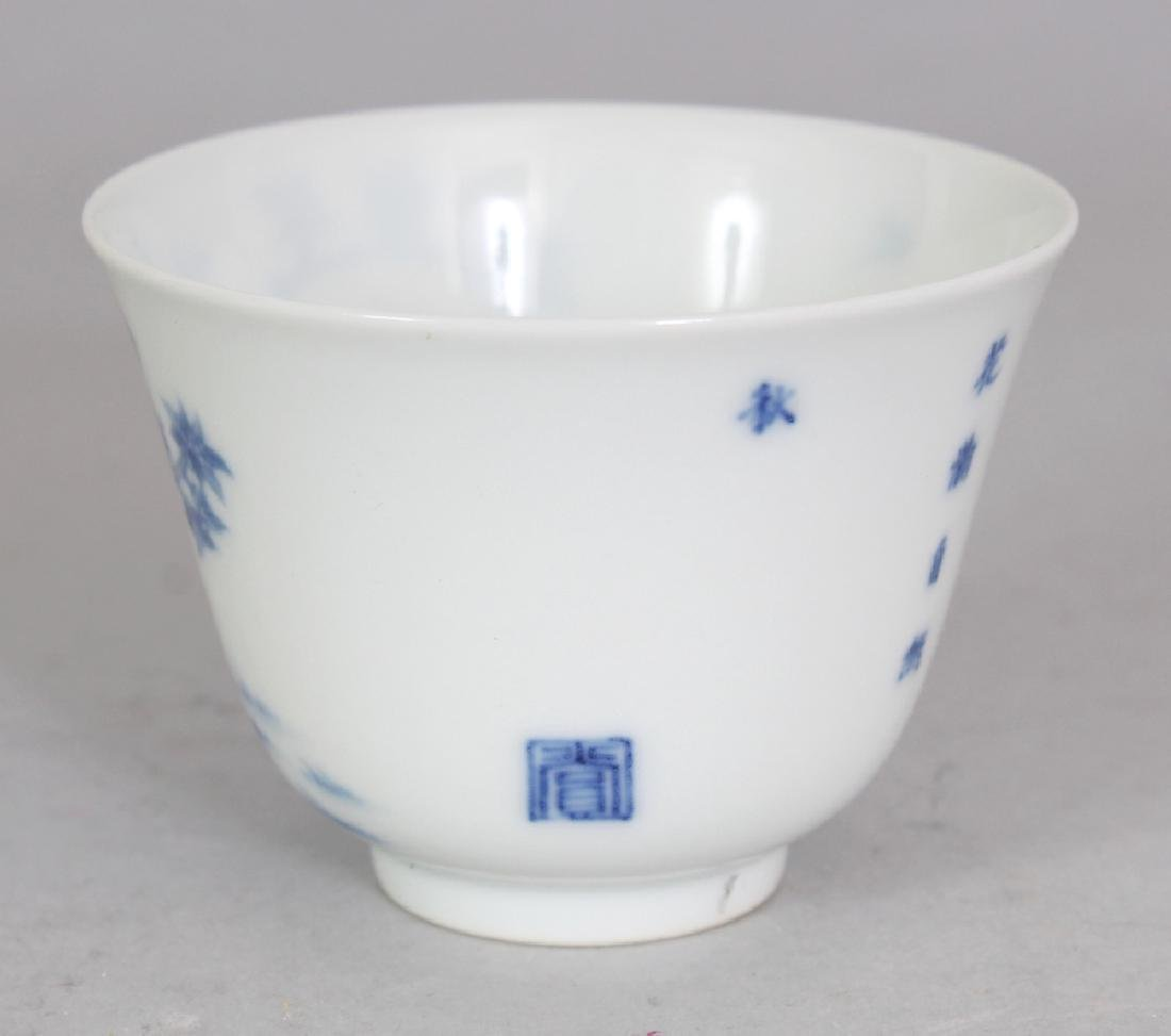 A GOOD QUALITY CHINESE BLUE & WHITE PORCELAIN WINE CUP, - 4