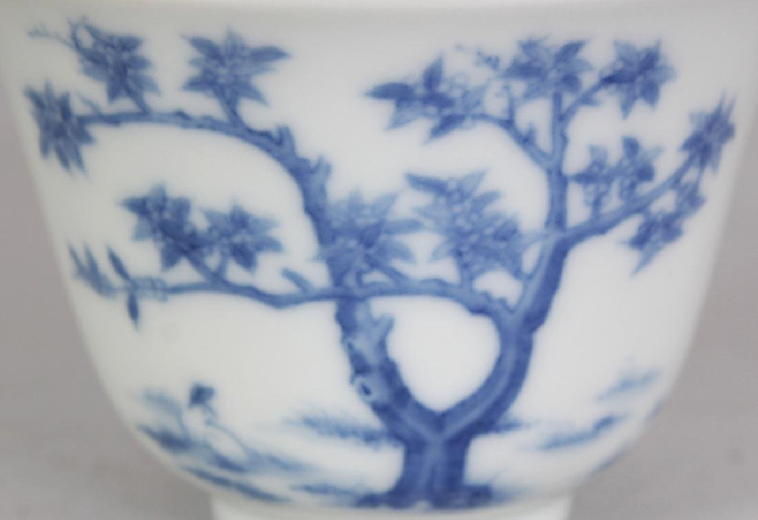 A GOOD QUALITY CHINESE BLUE & WHITE PORCELAIN WINE CUP, - 5