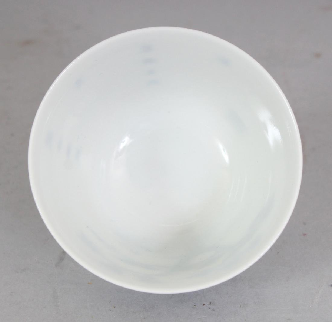 A GOOD QUALITY CHINESE BLUE & WHITE PORCELAIN WINE CUP, - 6