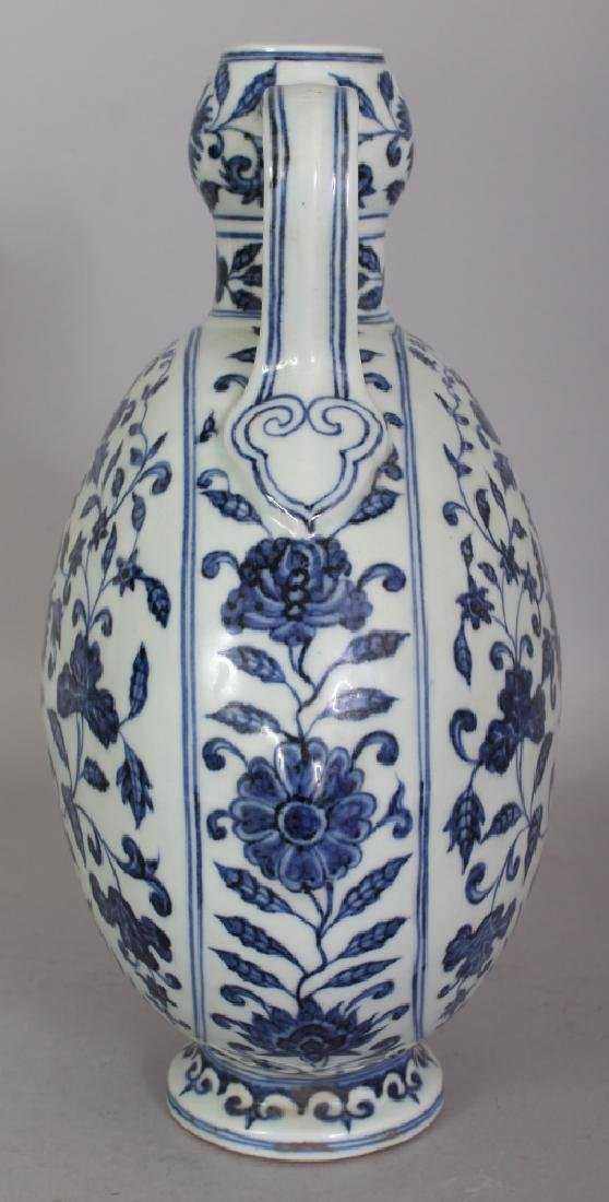 A CHINESE MING STYLE BLUE & WHITE PORCELAIN MOON FLASK, - 2