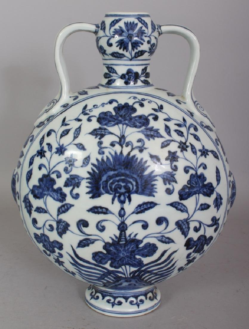 A CHINESE MING STYLE BLUE & WHITE PORCELAIN MOON FLASK, - 3