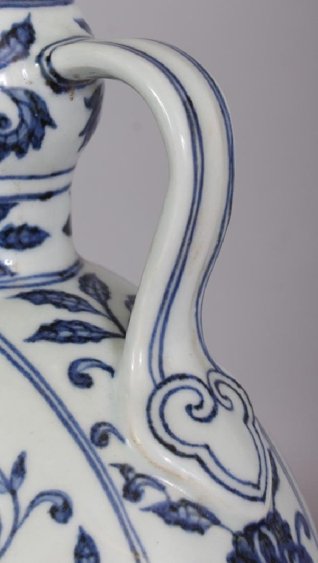 A CHINESE MING STYLE BLUE & WHITE PORCELAIN MOON FLASK, - 7