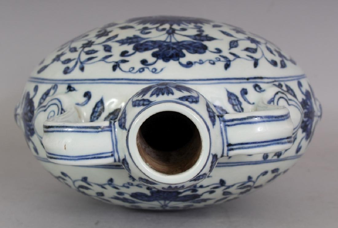 A CHINESE MING STYLE BLUE & WHITE PORCELAIN MOON FLASK, - 8