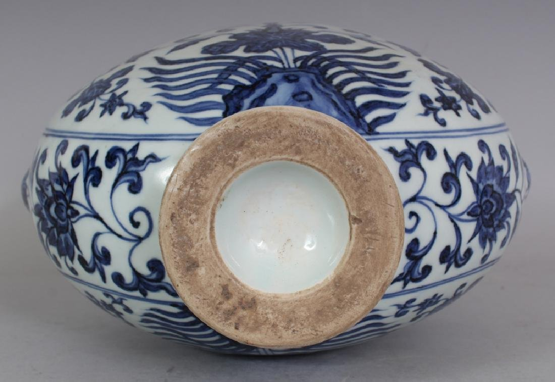 A CHINESE MING STYLE BLUE & WHITE PORCELAIN MOON FLASK, - 9