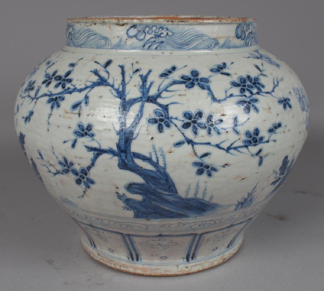 A LARGE CHINESE YUAN STYLE BLUE & WHITE PORCELAIN JAR, - 2