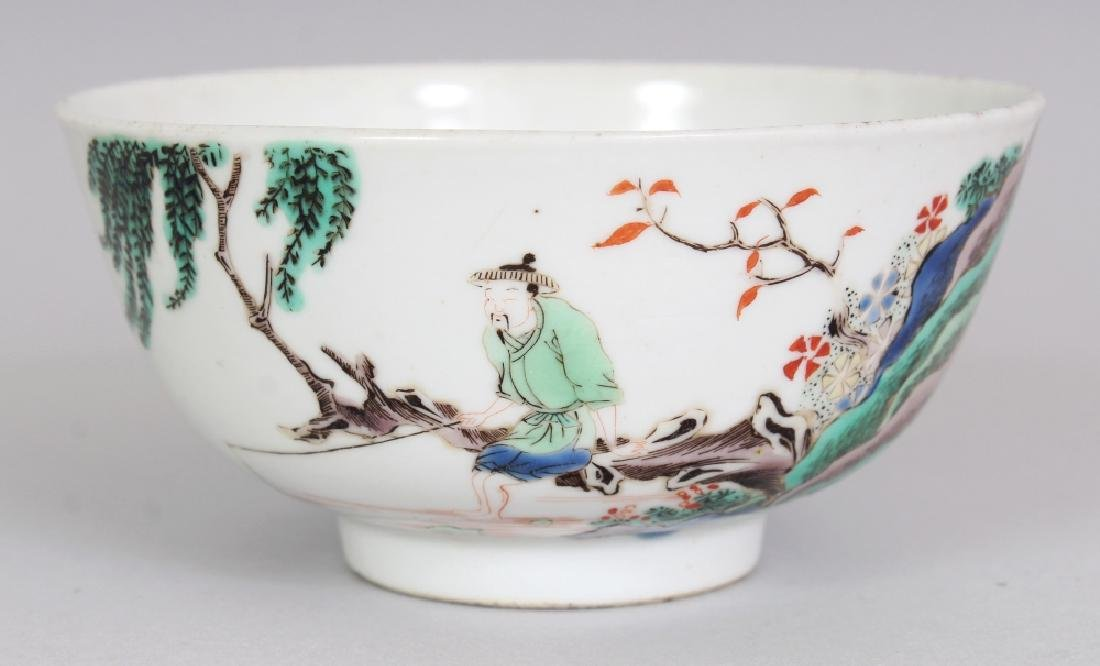 A SMALL CHINESE FAMILLE VERTE PORCELAIN BOWL, decorated