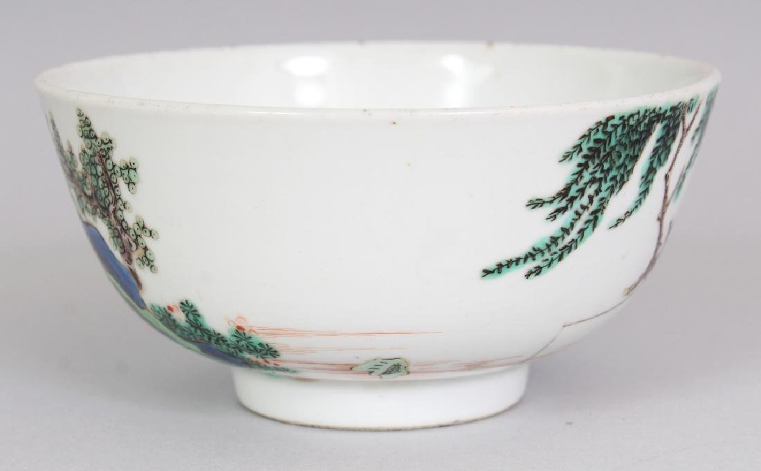A SMALL CHINESE FAMILLE VERTE PORCELAIN BOWL, decorated - 2