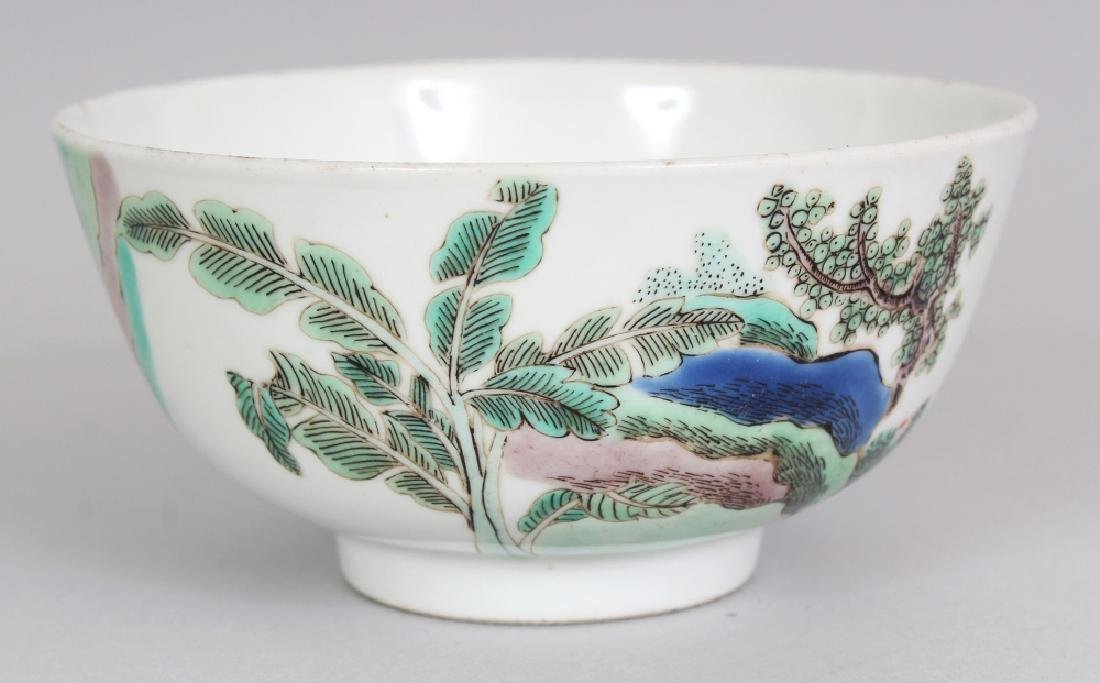 A SMALL CHINESE FAMILLE VERTE PORCELAIN BOWL, decorated - 3