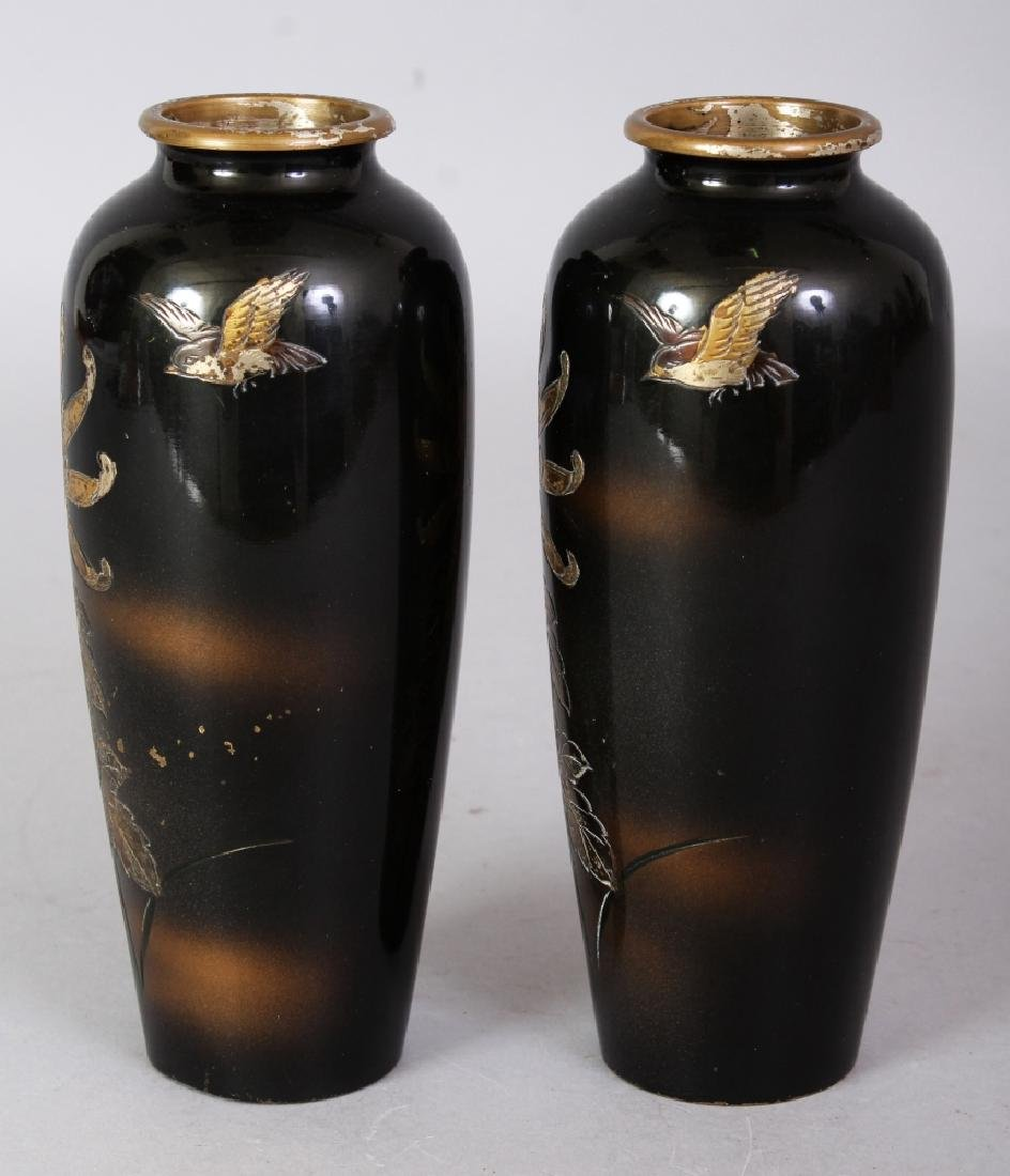 A SMALL PAIR OF EARLY 20TH CENTURY SIGNED JAPANESE - 2