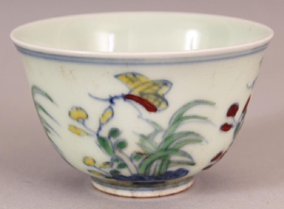 A CHINESE MING STYLE DOUCAI PORCELAIN TEABOWL, the