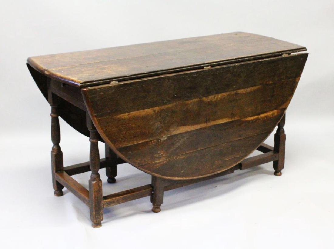 A GOOD 18TH CENTURY OAK OVAL DROP LEAF DINING TABLE of