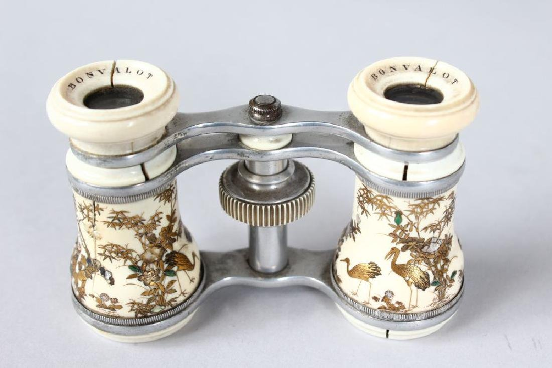 A SMALL PAIR OF SHIBAYAMA OPERA GLASSES by BONVALOT. - 3