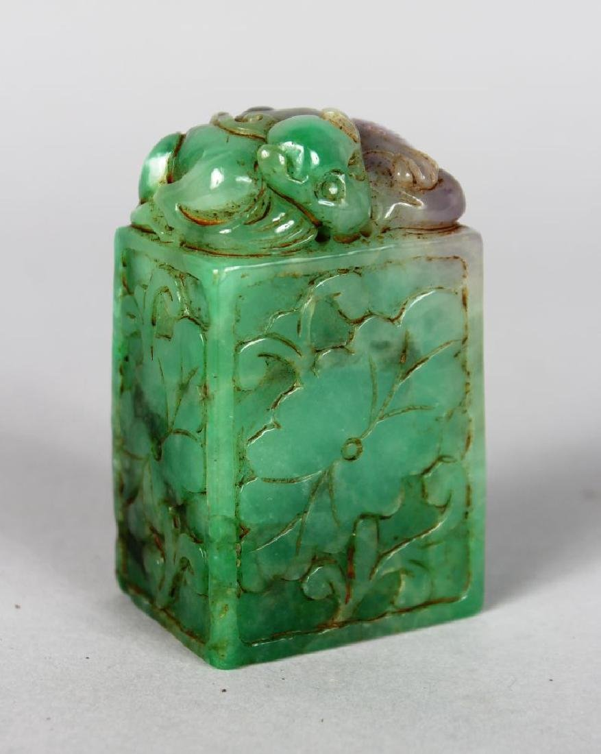 A CHINESE CARVED JADE DESK SEAL.  3ins high.
