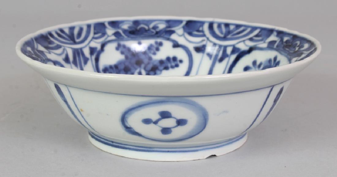 AN 18TH CENTURY JAPANESE ARITA KRAAK STYLE BLUE & WHITE