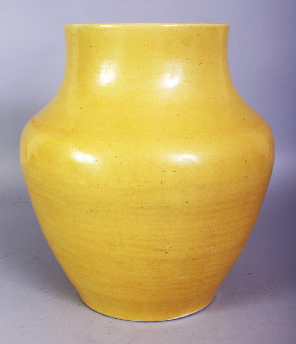 A GOOD QUALITY 18TH/19TH CENTURY CHINESE YELLOW GLAZED
