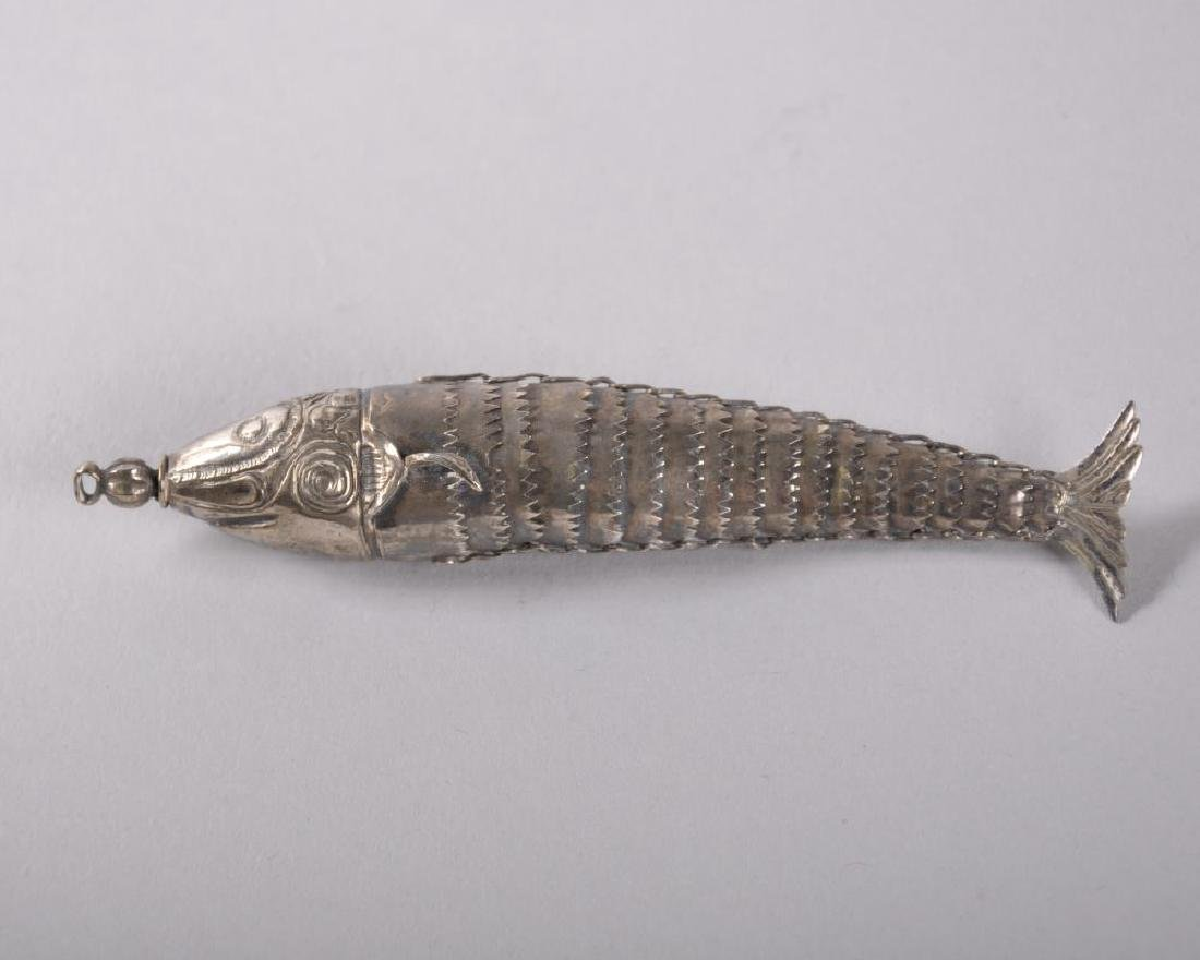 A 19TH CENTURY SILVER ARTICULATED FISH SCENT BOTTLE.