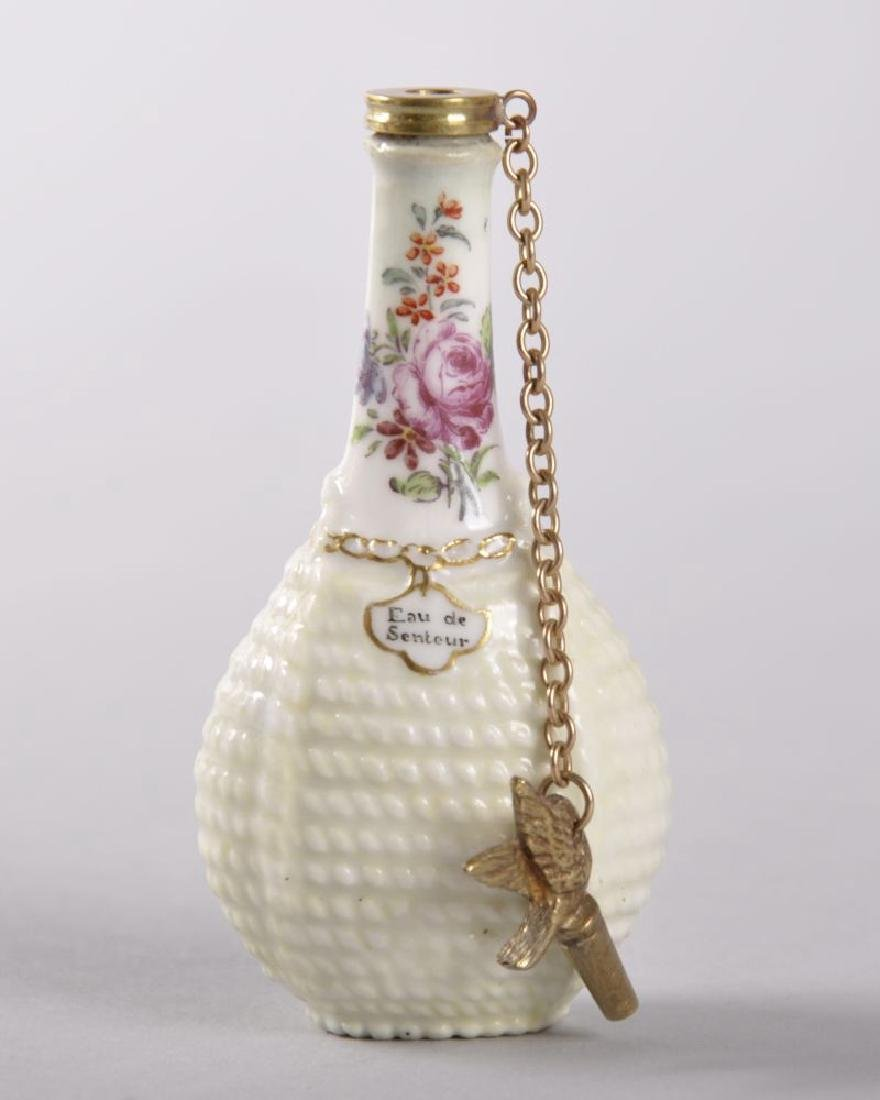 AN 18TH CENTURY CHELSEA PORCELAIN PERFUME BOTTLE,