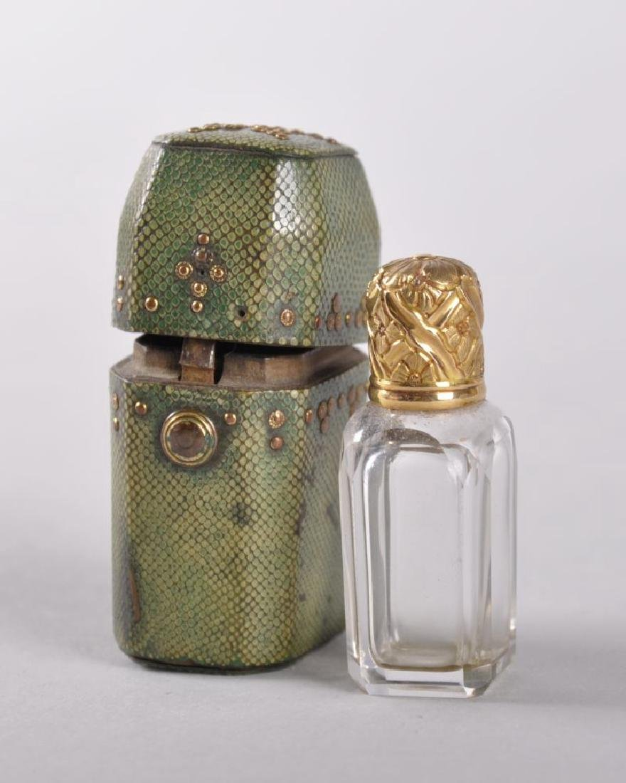 A LATE 18TH CENTURY ENGLISH PERFUME BOTTLE with gold