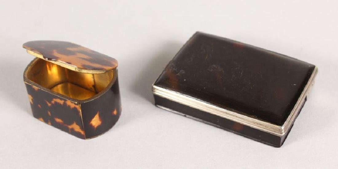 A TORTOISESHELL & SILVER SNUFF BOX AND STAMP BOX (2).