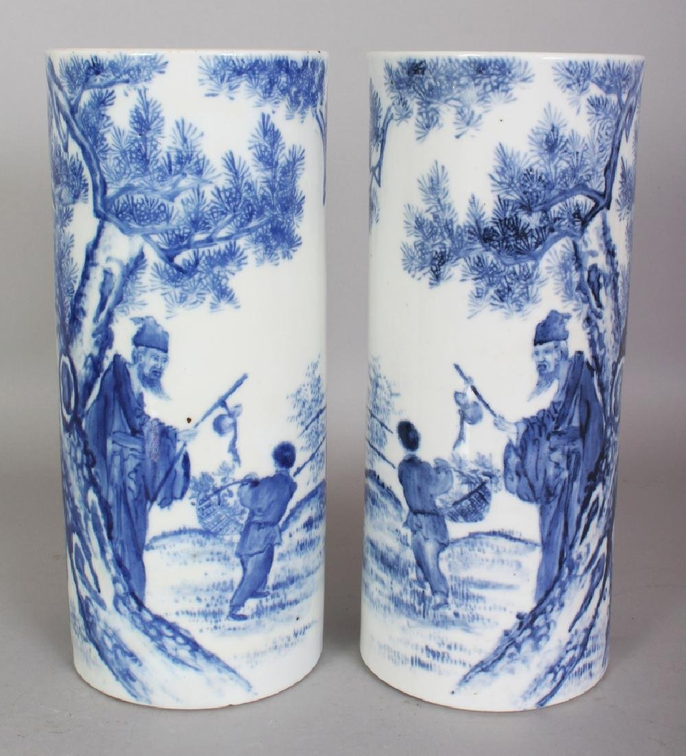 A MIRROR PAIR OF CHINESE REPUBLIC STYLE BLUE & WHITE