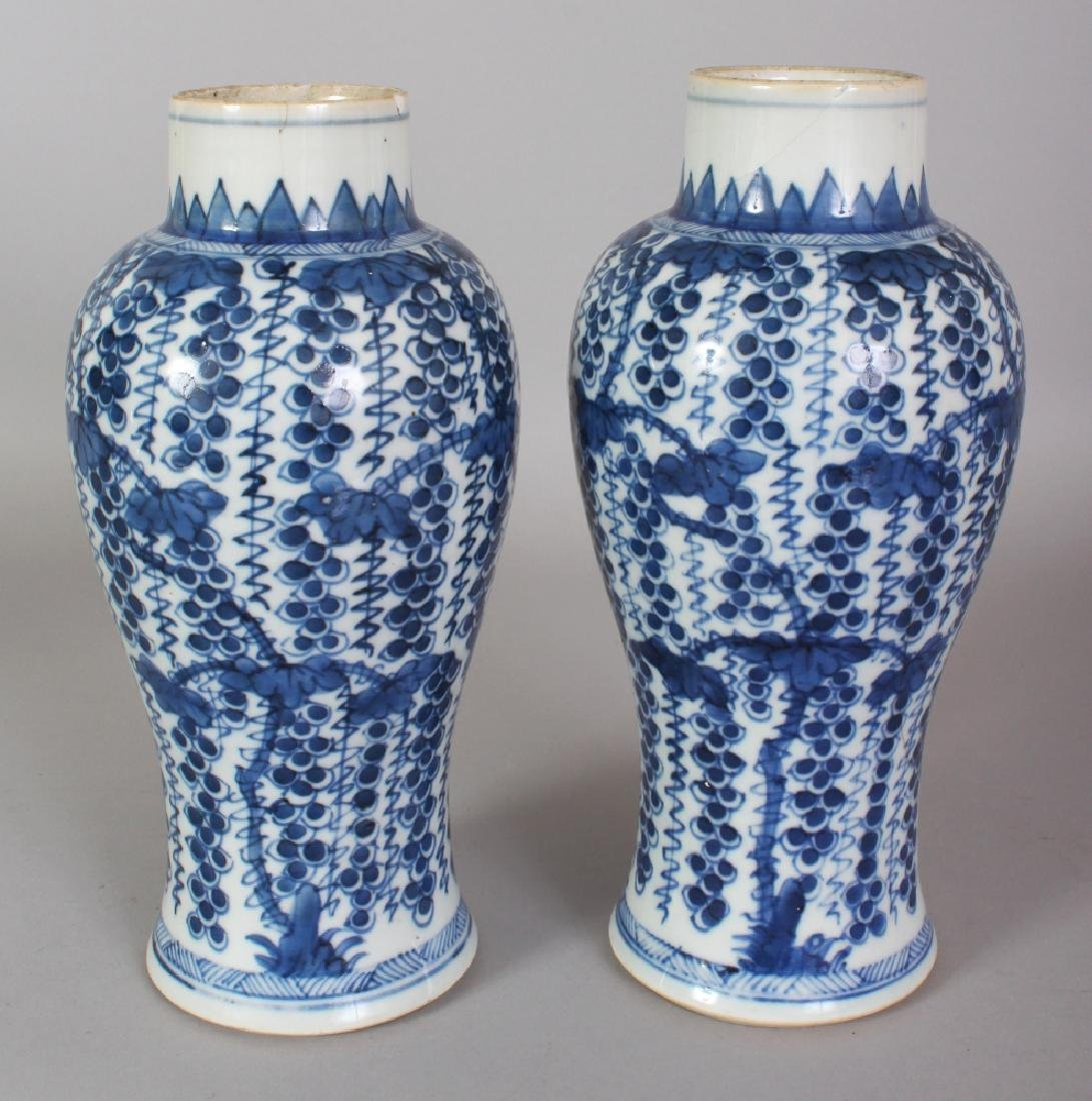 A PAIR OF CHINESE KANGXI PERIOD BLUE & WHITE SQUIRREL &